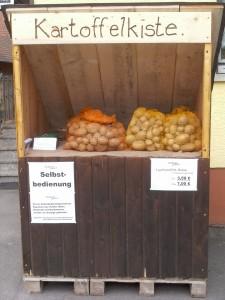 Die Kartoffelkiste - der Selbstbedienungsstand des Potatis Hofes